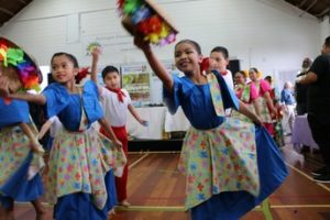 Le tinikling ou danse du bambou aux Philippines